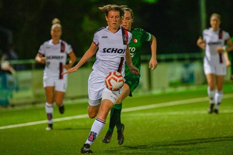 Maudy Stoop in actie namens VV Alkmaar