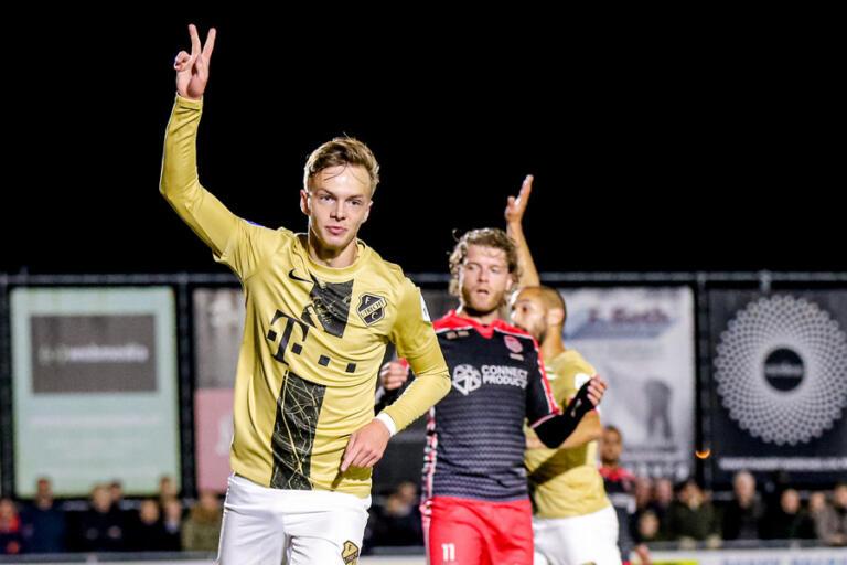 Remco Balk scoort de 0-1 tegen SteDoCo namens FC Utrecht
