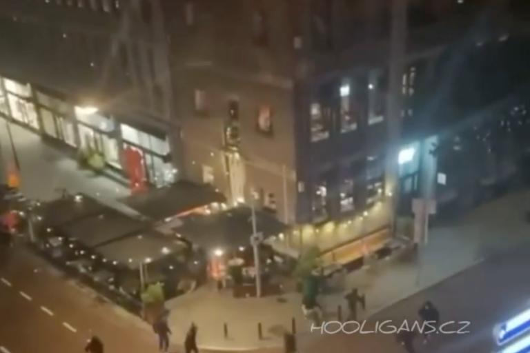 Feyenoord-hooligans vernielen terras