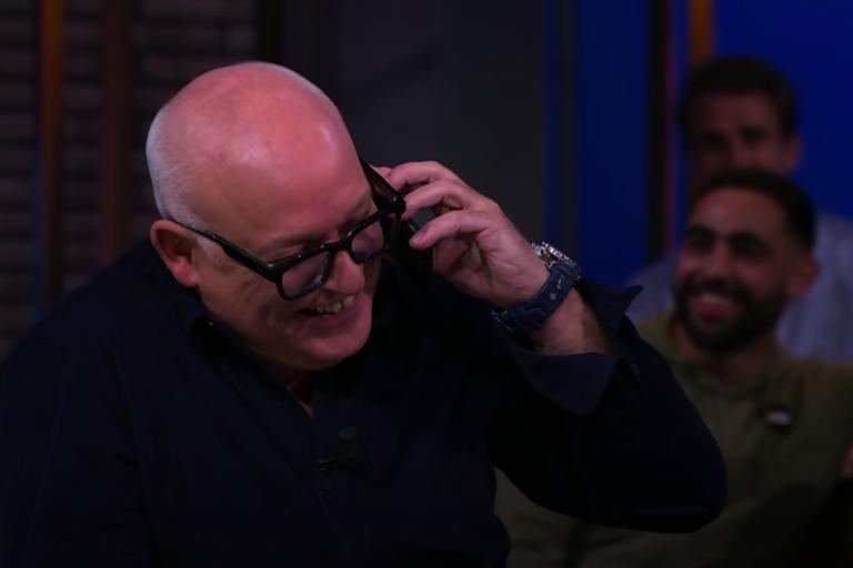 René van der Gijp aan de telefoon met Ajax-trainer Erik ten Hag