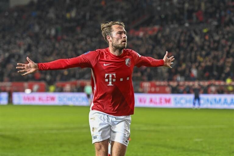 Sander van de Streek na zijn winnende goal