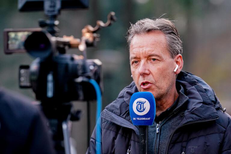 Valentijn Driessen voor de camera van De Telegraaf