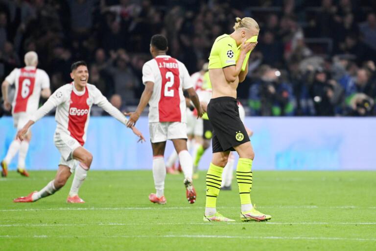 Erling Haaland baalt na de ruime nederlaag bij Ajax