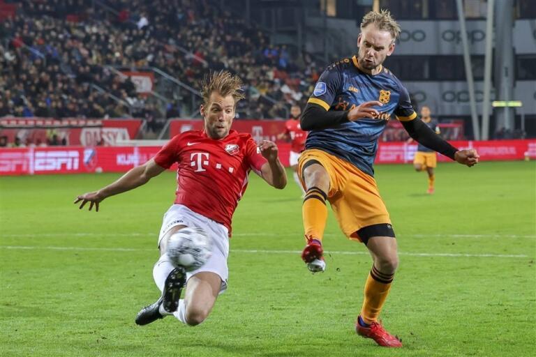 Willem Janssen in duel met Siem de Jong