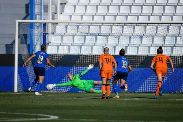 Penalty italie oranjeleeuwinnen 60c2420b28c68