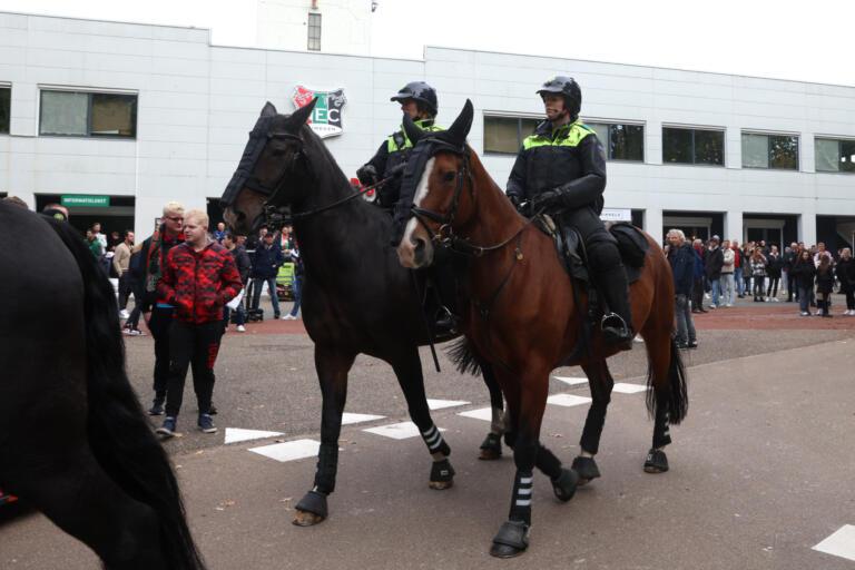 Politie te paard bij de Goffert