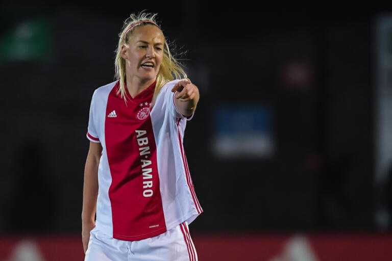Stefanie van der gragt 5fd8d03f69537