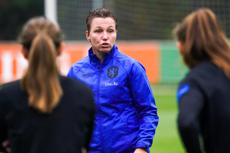 Jessica Torny leidt training OranjeLeeuwinnen