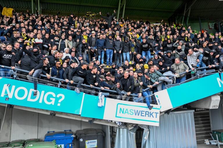 De tribune van het uitvak zakte in elkaar na NEC - Vitesse