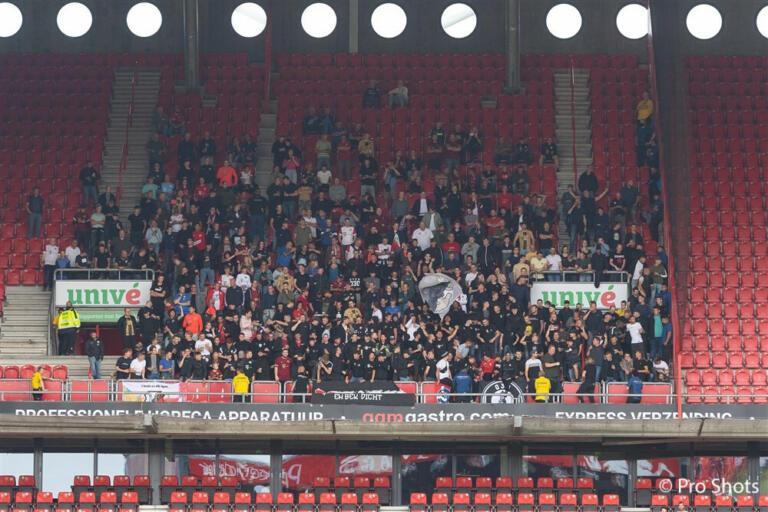 Uitvak FC Utrecht op bezoek bij FC Twente